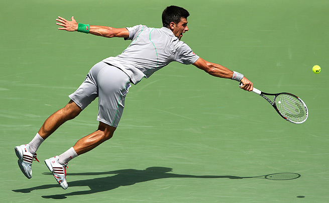 After a rain delay of nearly an hour, Novak Djokovic topped Tommy Robredo, 6-3, 7-5.