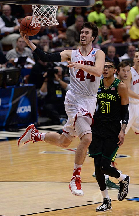 Frank Kaminsky shows off his inside moves, scoring two of his 19 points.