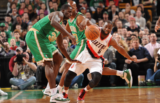 Raymond Felton (right) had few fans in Portland -- and even fewer good games with the Blazers.