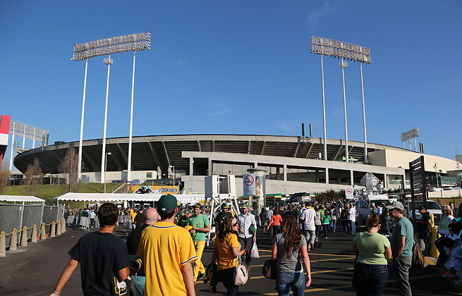 After dealing with dugout plumbing problems late last year, the A's saw the issues reappear.