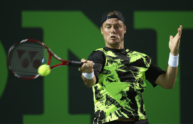 With the win, Lleyton Hewitt advances to the second round in Houston.