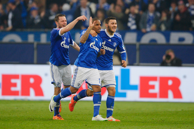 Jefferson Farfan, center, celebrates with his Schalke teammates during a 2-0 win over Eintracht Frankfurt on Friday.