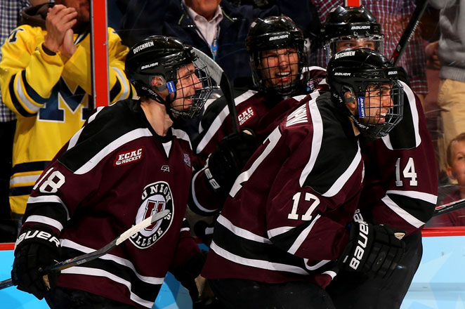 Union scored three times in a 1:54 span in the first period in a 7-4 victory over Minnesota on Saturday night.