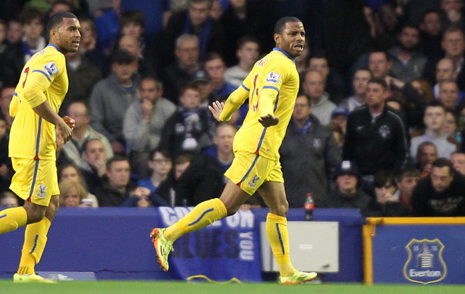 Crystal Palace's Jason Puncheon, right, celebrates his goal in the club's 3-2 victory at Everton Wednesday.