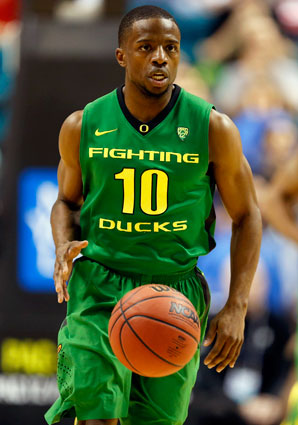 Johnathan Loyd (10) averaged seven points per game for Oregon's basketball team last season.