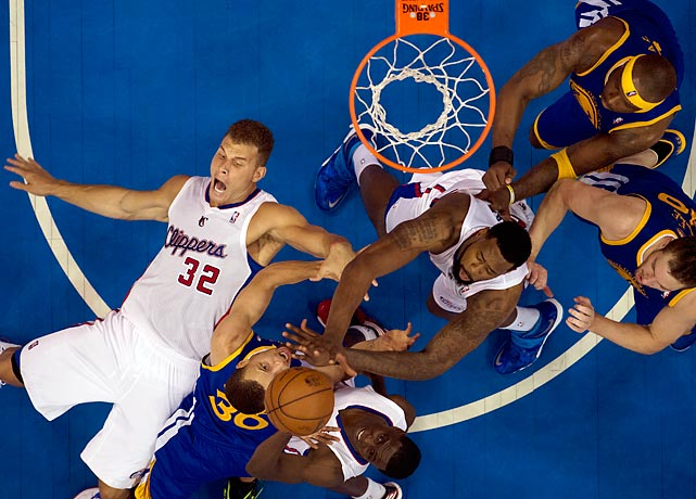Stephen Curry ran into a traffic jam, and L.A. forward Blake Griffin (32), when he tried to drive to the hoop on Saturday. Curry didn't score here and was held to 14 points, but the Warriors still won 109-105.