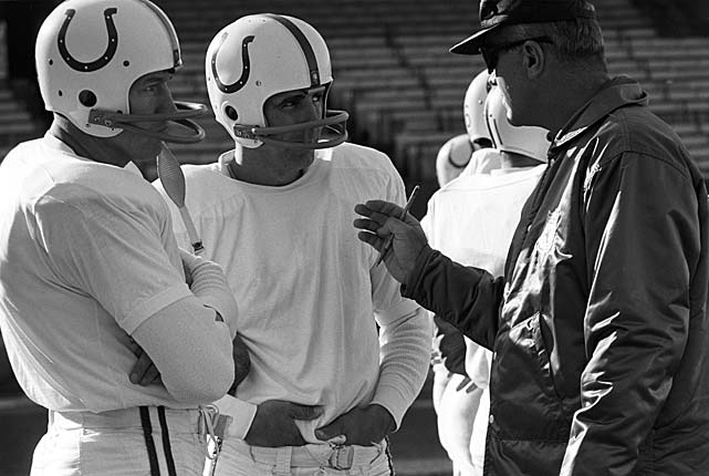 Morrall and Johnny Unitas talk with offensive backfield coach Don McCafferty.