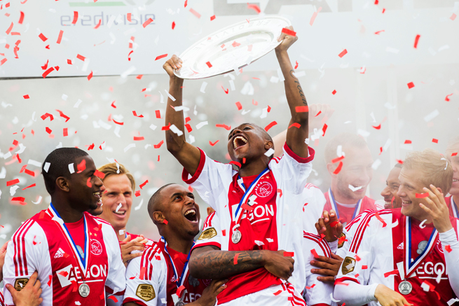 Ajax's Thulani Serero gets hoisted as he hoists the Eredivisie championship trophy following the club's 1-0 victory over Heracles Almelo on Sunday -- the club's 33rd title and fourth straight.