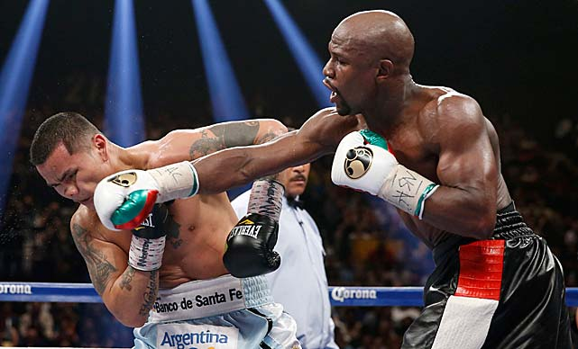 Floyd Mayweather remained undefeated Saturday night by outpunching Marcos Maidana to win a majority decision. Here are some images from the bout.