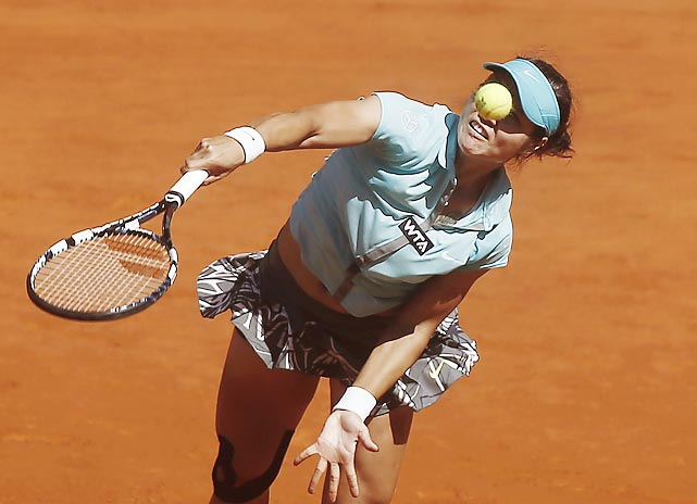 Li Na from China serves during a Madrid Open tennis tournament match against Kirsten Flipkens from Belgium.