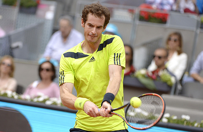 Andy Murray struggled on clay, his worst surface, and lost to Santiago Giraldo 6-3, 6-2 in round three.
