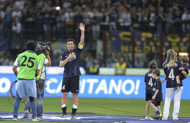 Javier Zanetti was honored by Internazionale in an emotional post-match ceremony at the San Siro.