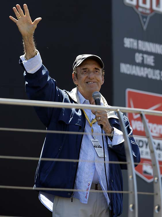 """Jim Nabors, 84, waves to fans after singing """"(Back Home Again in) Indiana"""" for the final time in his career."""