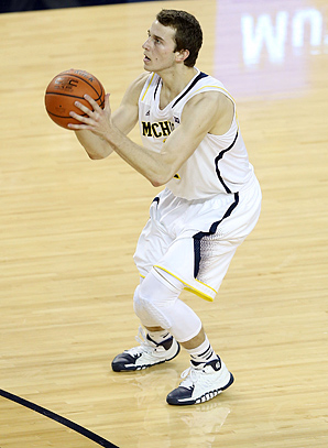 With the help of his father, Nik Stauskas remade his shooting form before high school.