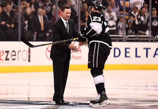 Los Angeles Kings captain Dustin Brown shakes hands with Hall of Famer Wayne Gretzky after a ceremonial puck drop prior to Game 1 of the Stanley Cup Final.