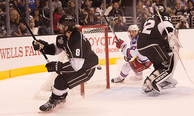 The puck gets behind goaltender Jonathan Quick of the Los Angeles Kings while Carl Hagelin looks on as the Rangers took a 2-0 lead in the first period.
