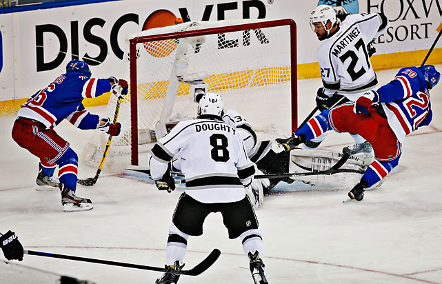 Martin St. Louis' (26) second-period goal gave New York a 2-0 lead and proved to be the game-winner against Los Angeles.