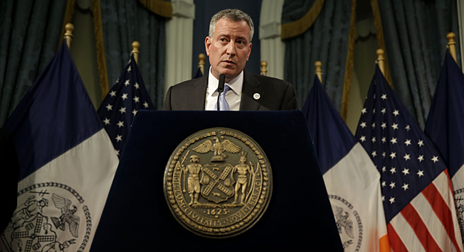 Thanks to the Rangers, NYC Mayor Bill de Blasio will be warbling a Randy Newman classic on live TV.