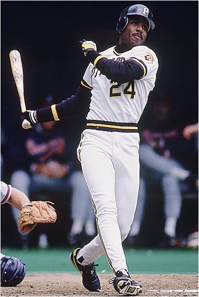 Bonds hit the century mark with a three-run blast off San Diego's Andy Benes at Three Rivers Stadium. This photo is from earlier in the same season.