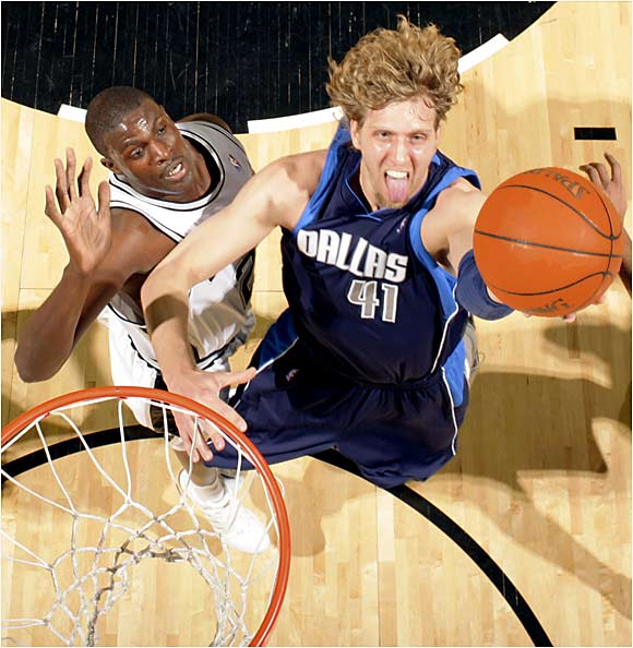 Dirk Nowitzki scored 19 of his 30 points in the second half to lead the Mavericks over the Spurs 92-86 at the SBC Center.