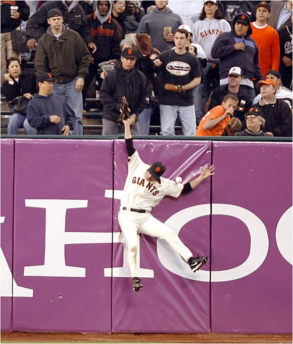 Giants center fielder Steve Finley muffed this catch at the wall against the Astros in San Francisco last Monday.