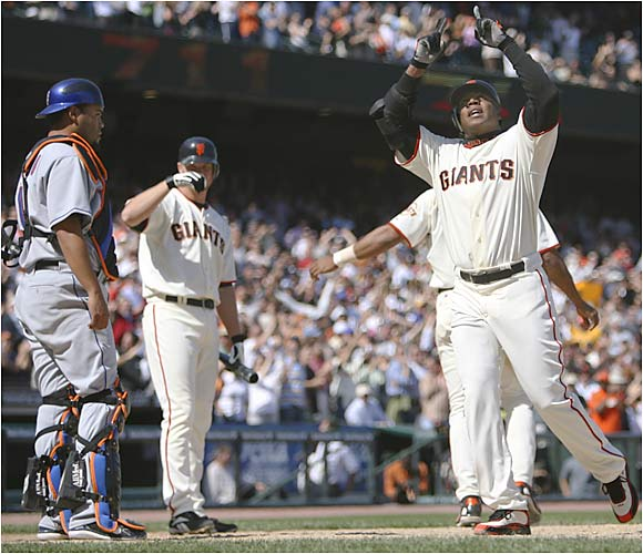 Bonds crosses home plate as he closes to within three home runs of Babe Ruth and second place on the all-time list.