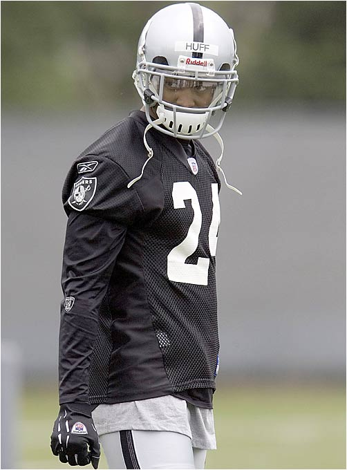 The Raiders placed Huff with the starting team in their first minicamp and used him at various spots in the defensive backfield. The former Texas star got his welcome-to-the-NFL moment when Randy Moss burned him for a touchdown.