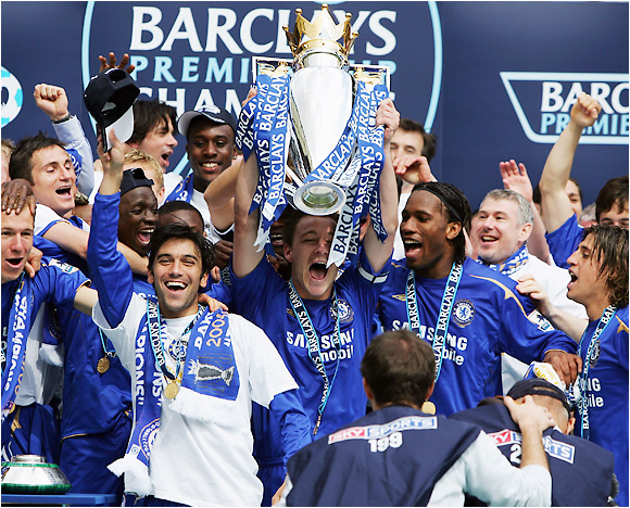 Chelsea's John Terry hoists the trophy (center) as the Blues won their second straight Premier League title with a convincing 3-0 win over second-place Manchester United.