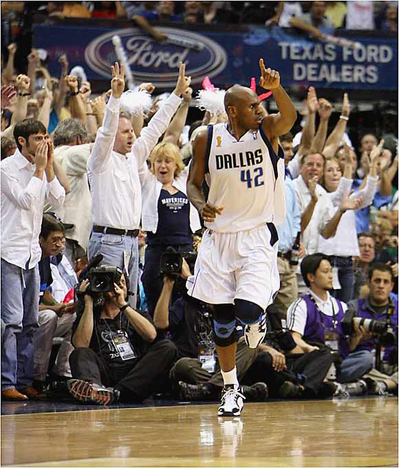 Jerry Stackhouse helped turn a Dallas lead into a rout over Miami in Game 2 by hitting 4 of 5 three-point attempts en route to scoring 19 points off the bench.