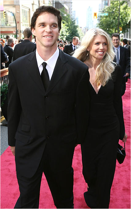 Luc Robitaille and his wife Stacia make a dashing couple as they head to the ceremonies.
