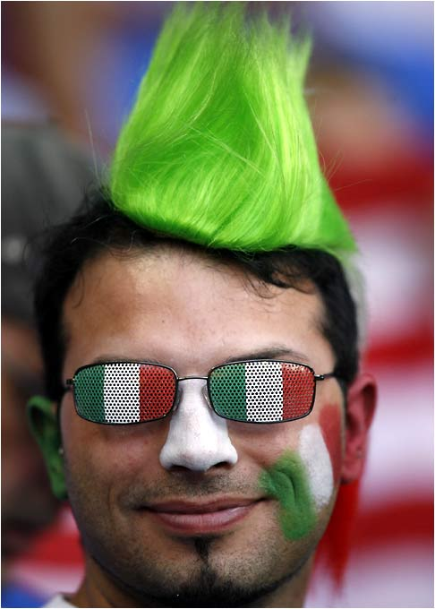 The Italian fans were also showing their colors.