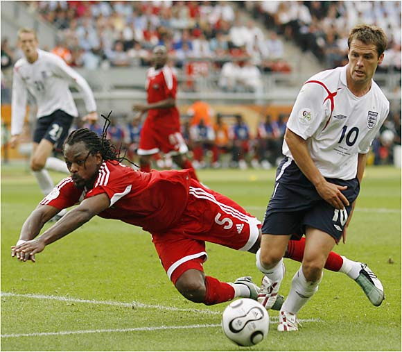 England's Michael Owen (10) looks to set up his teammate during Thursday's game against Trinidad and Tobago in Nuremberg.