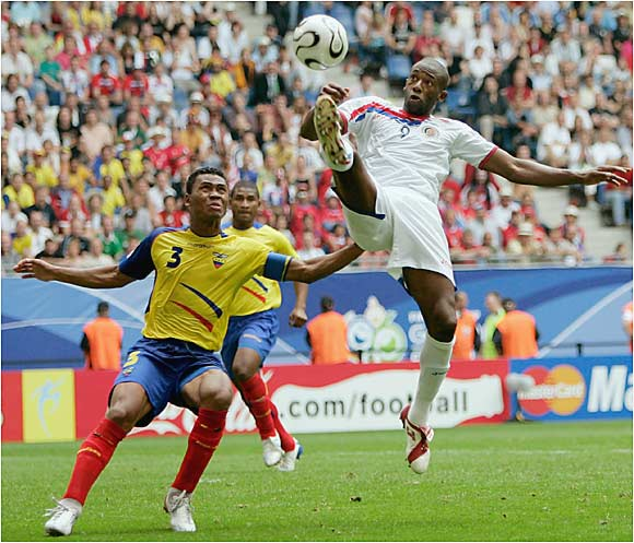 Paulo Wanchope (9) and Costa Rica had scoring opportunities but failed to connect on any of their 13 shots. The loss eliminated one of Central America's top soccer nations from the tournament.