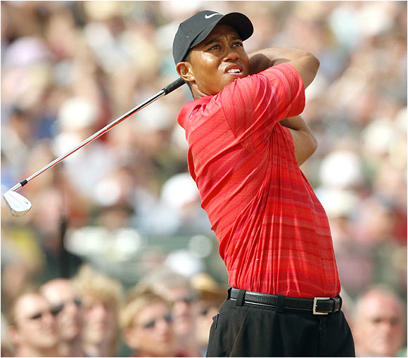 Tiger Woods joins Phil Mickelson as the only players to have won a major in each of the last two seasons.