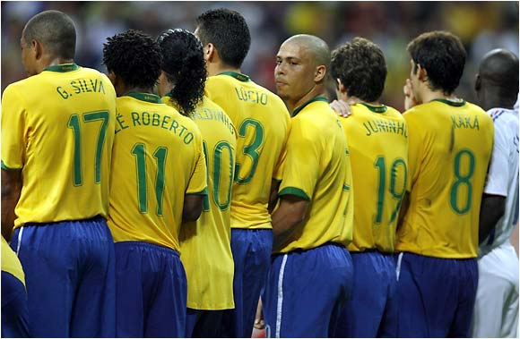 Ronaldo is right in the middle of a Brazilian wall.