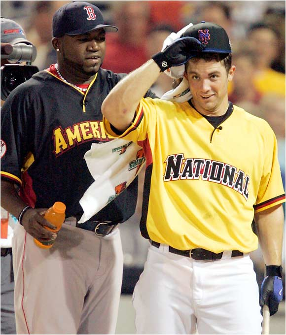 David Ortiz tries to cool off David Wright during the finals.