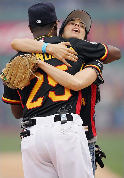 Harold Reynolds is so happy to be away from John Kruk that he doesn't want to let go of comedian Sara Silverman.
