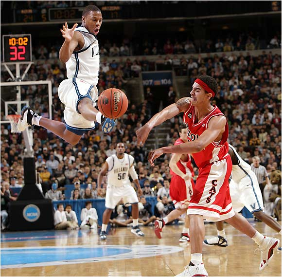 Villanova's Kyle Lowry kicks the ball out-of-bounds against Arizona on March 19, 2006.