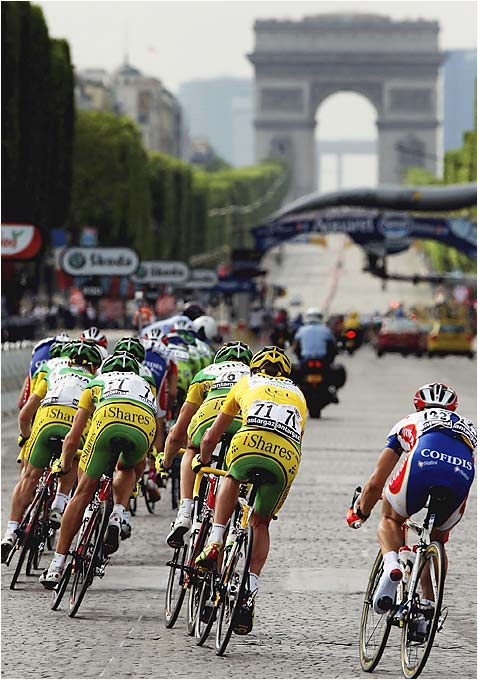 Landis (71) ended his nail-biter of a race Sunday without a hitch as he won the Tour de France and kept cycling's most prestigious title in American hands for the eighth straight year.