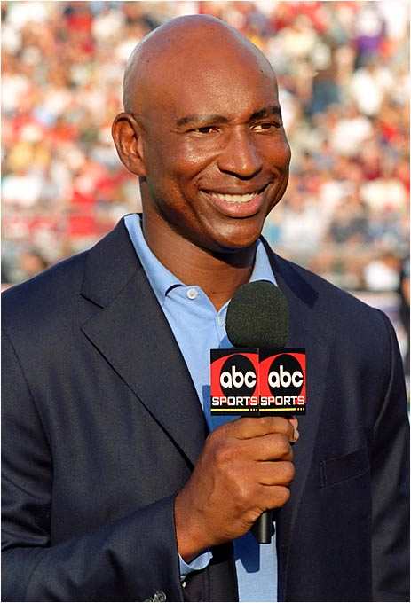 Eric Dickerson was a familiar face on the field, but in a different capacity for ABC. The Hall of Fame back reported from the sidelines for Monday Night Football.