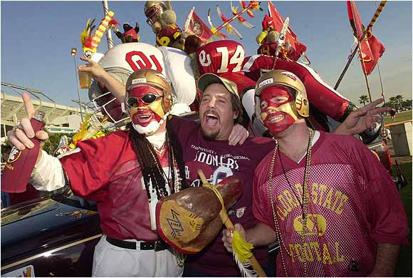 Two FSU fans befriended an Oklahoma fan before the 2001 Orange Bowl.