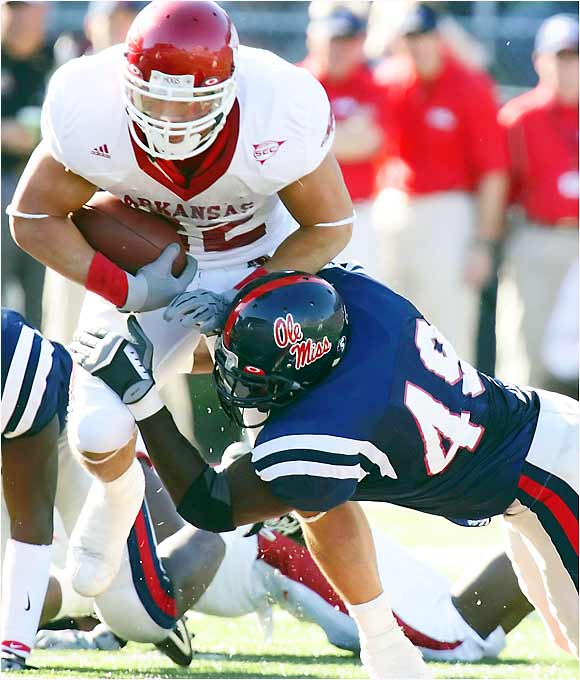Last season the speedy middle linebacker had 128 tackles, including an NCAA-leading 90 solo. He truly punishes ballcarriers with his big hits. Although he missed spring practice because of foot surgery, Willis is expected to be fully recovered for this season.
