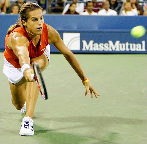 Top-ranked Amelie Mauresmo labored over the weekend to defeat opponents Mara Santangelo and Serena Williams.