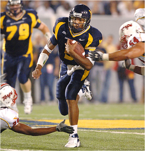 West Virginia quarterback Pat White ran for 85 yards and a touchdown as the Mountaineers rolled.