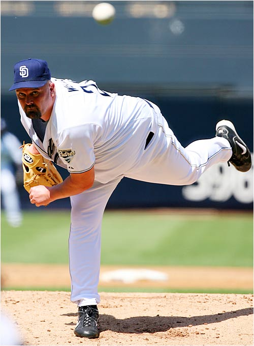 David Wells started his first game for the Padres and beat the Reds 2-1 at PETCO Park on Sunday. San Diego acquired Wells from Boston on Aug. 31 to take Mike Thompson's spot in the rotation and give them a seasoned arm for the stretch run.