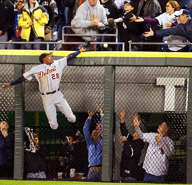 Tigers center fielder Curtis Granderson just misses stopping a solo home run shot by the White Sox's Tadahito Iguchi in the sixth inning of a 6-2 Detroit win on Sept 20.