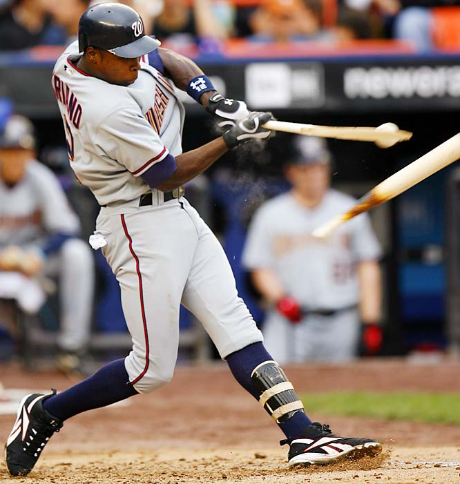 The Nationals' Alfonso Soriano broke his bat while fouling off a pitch during the fourth inning of a 12-6 loss to the Mets on Saturday.