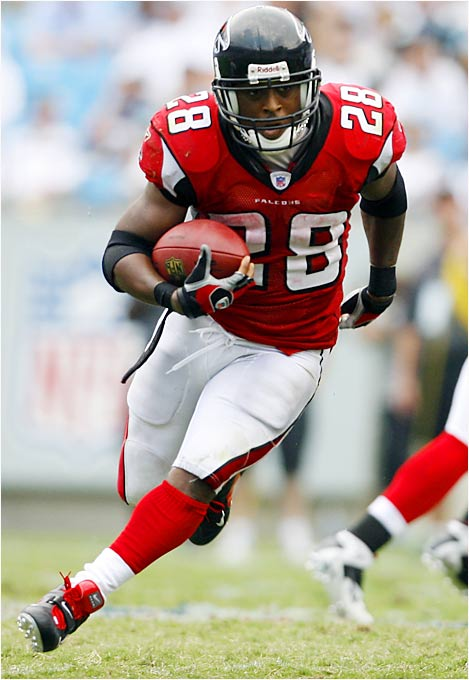 Falcons running back Warrick Dunn (134 rushing yards) and Michael Vick (127) are the first running back-quarterback duo in NFL history to both surpass 125 yards rushing in the same game. The Falcons have rushed for more than twice as many yards (558) as any other team in the NFC. Also, Dunn, who rushed for 132 on opening day against the Panthers, is the first player to rush for 132 yards in each of the first two games of the season in eight years, since Garrison Hearst of the 49ers had 187 against the Jets and 138 against the Redskins in 1998.