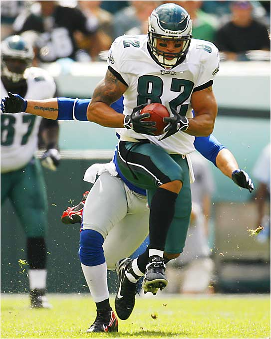 L.J. Smith had 111 receiving yards for the Eagles on Sunday, the most by a tight end against the Giants since Mickey Shuler of the Jets had 127 on Dec. 2, 1984, in a 20-10 Giants victory.