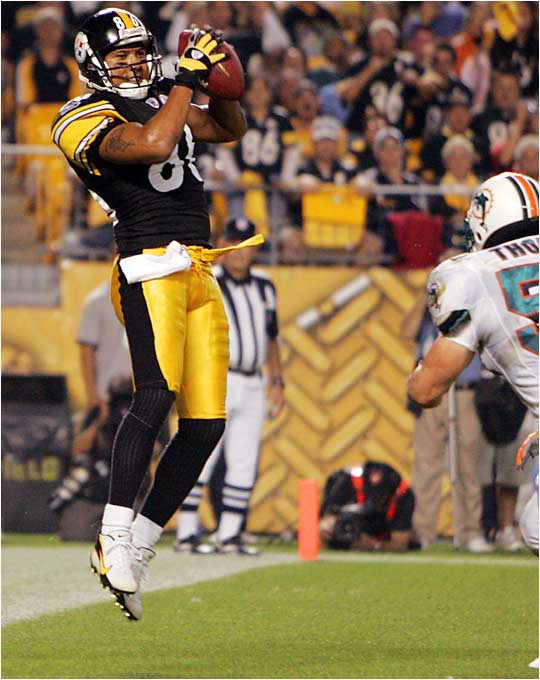 Steelers receiver Hines Ward caught one of three touchdown passes by quarterback Charlie Batch as the defending Super Bowl champs defeated the Dolphins 28-17 in the opening game of the season Thursday at Pittsburgh.